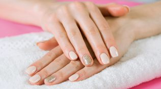 domowe sposoby na mocne paznokcie
